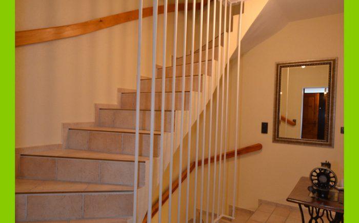 Die ansprechend gefliesten Treppen.
