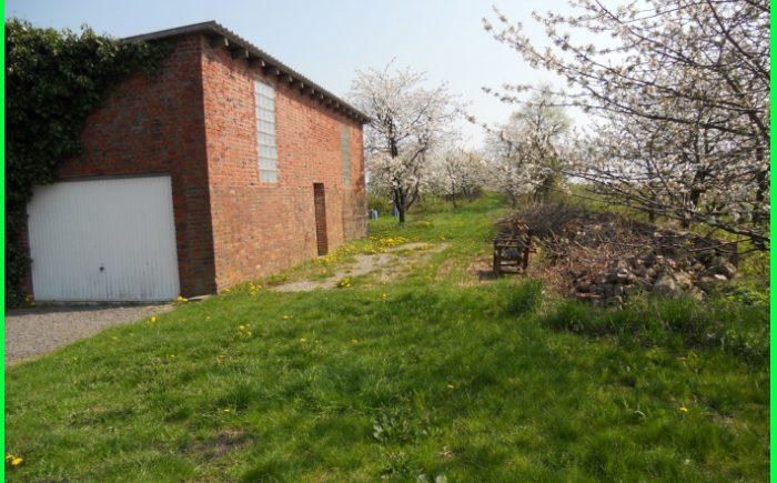 Garage mit Garten