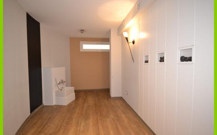 Der 1. Raum mit Fußwaschbecken.