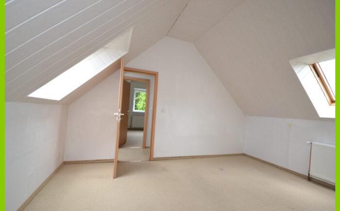 Der 1. Büroraum im Dachgeschoss