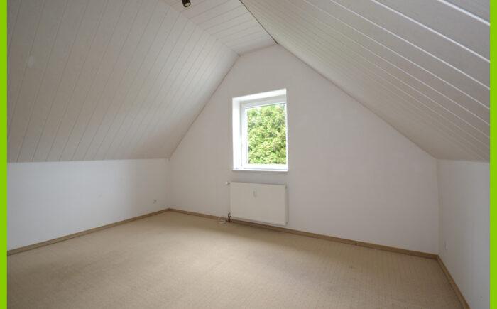 Der 2. Büroraum im Dachgeschoss.
