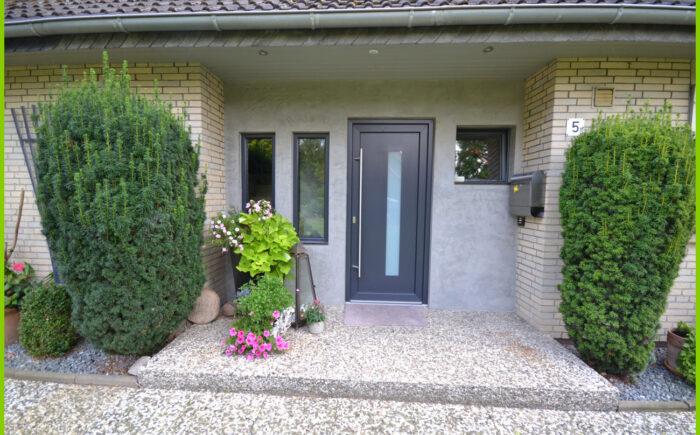 Der modernisierte (gedämmte) Eingangsbereich.